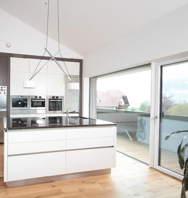 Moderne Küche mit Josko Fenster