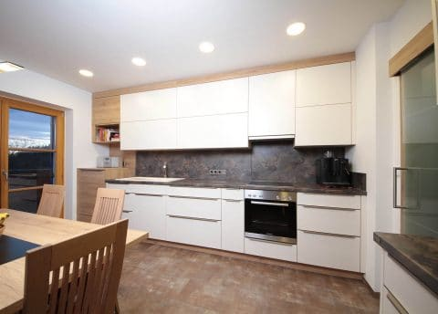 Wohnküche in Weiß