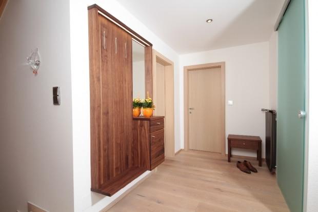 Garderobe auf mass aus vollholz tischlerei winter for Garderobe vollholz