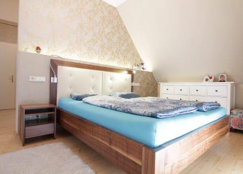 Bett aus Massivholz Nuss von der Tischlerei Winter mit Sitz in der Steiermark