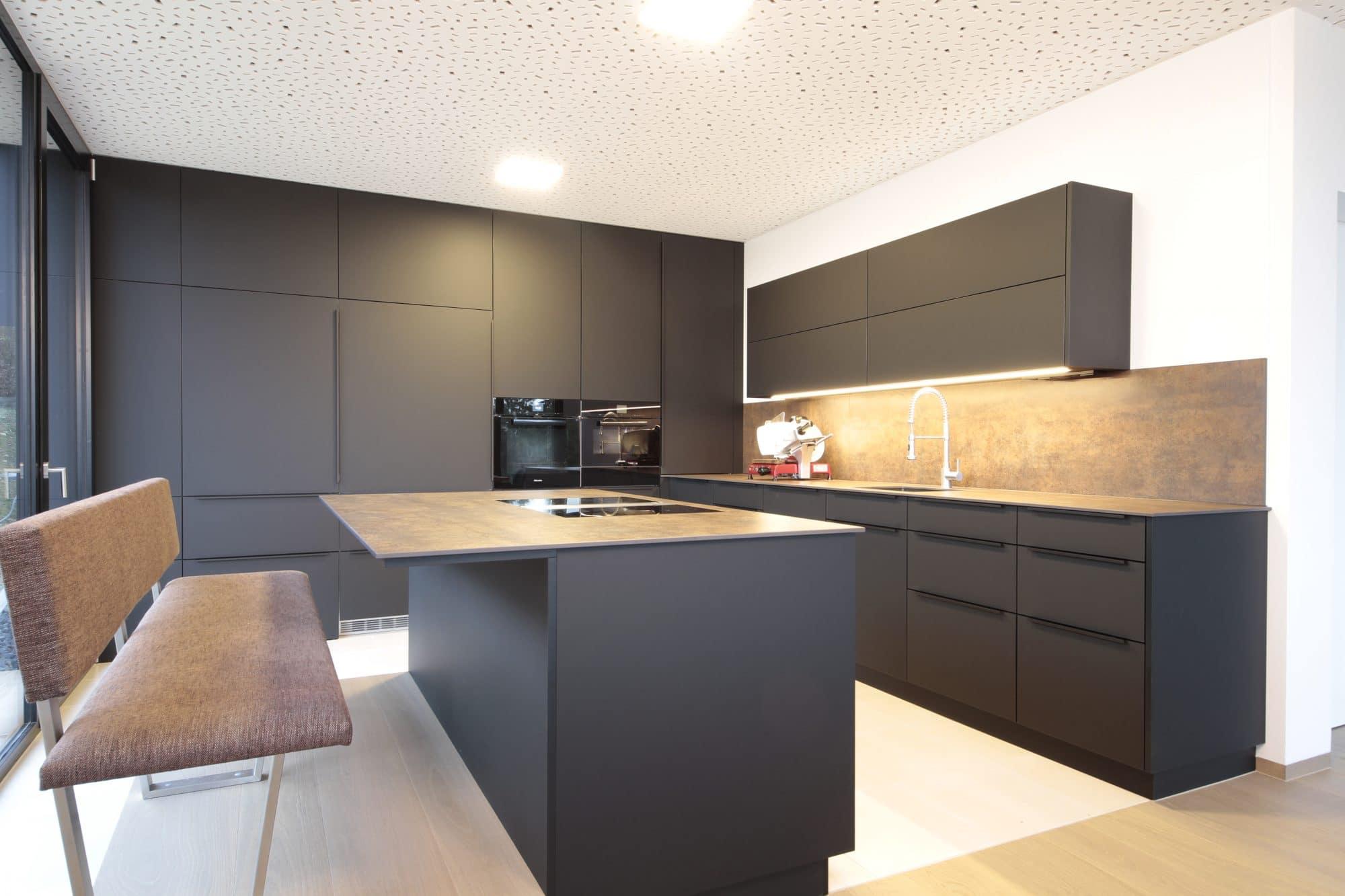 Schwarze Küche Der elegante Wohntrend vom Tischler   Tischlerei Winter