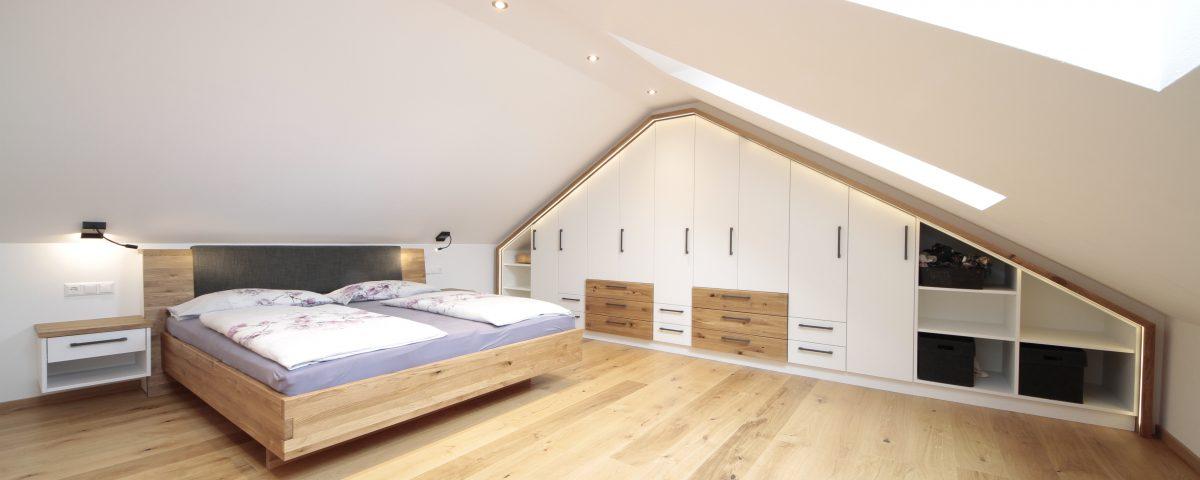 Schlafzimmer mit Kleiderschrank nach Maß vom Tischler